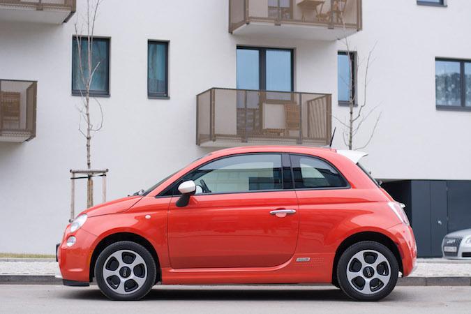 Fiat 500e oranžový