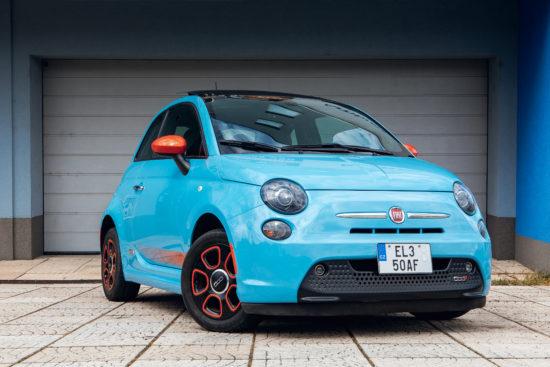 Fiat 500e – sport modrá