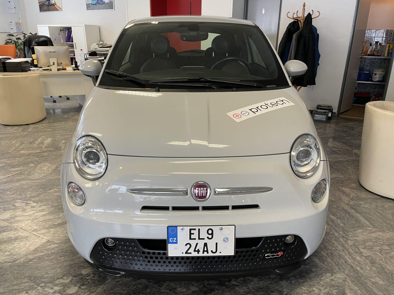 Fiat 500e – šedá