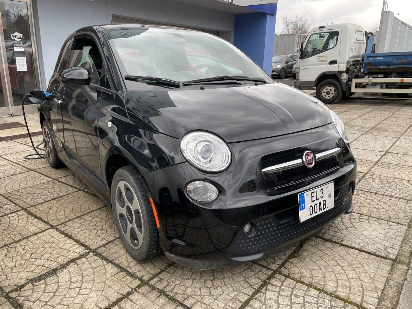 Fiat 500e černá
