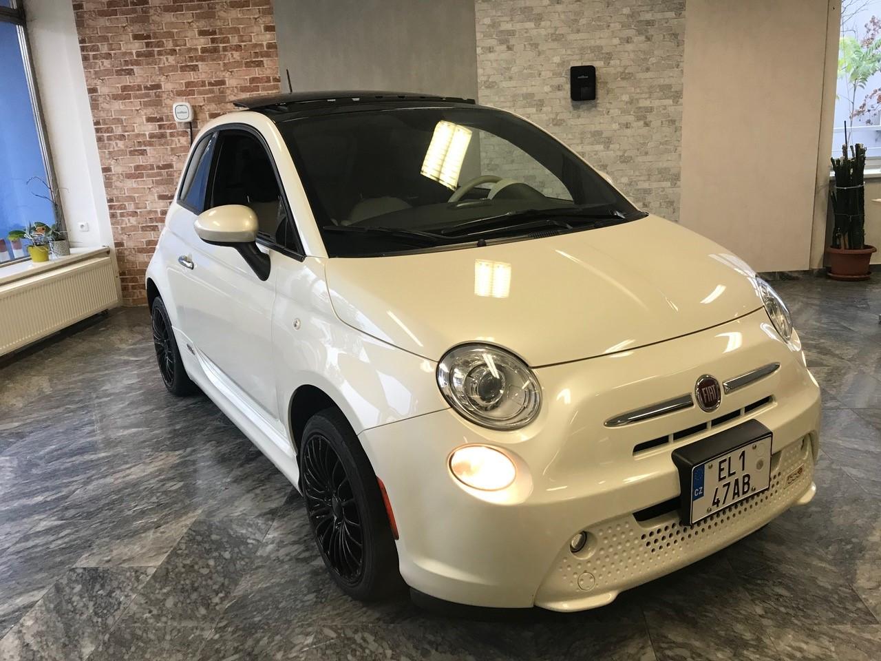 Fiat 500e – černobílý